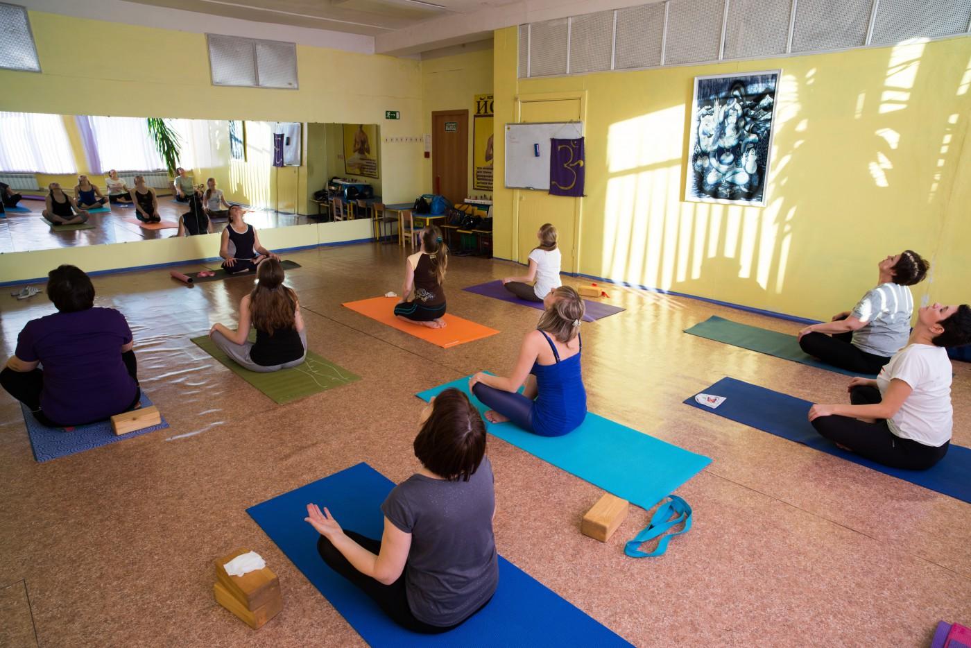 Занятие йоги